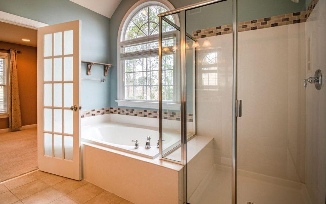 Egyedi üveg zuhanykabin, vagy zuhanyfülke?